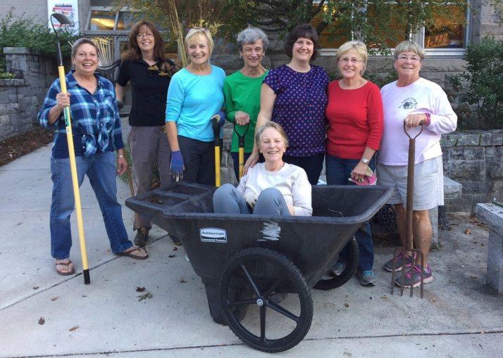 Marie, Jan, Meg, Mary Jo, Tina, Sue, Marti and Caroline in the cart!